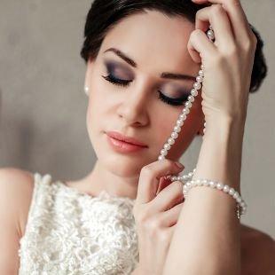 Свадебный макияж в серых тонах, свадебный макияж с дымчатыми тенями
