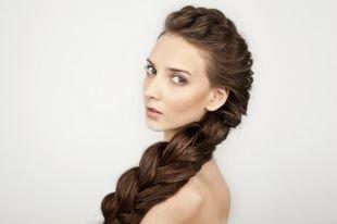 Светло каштановый цвет волос на длинные волосы, французская коса