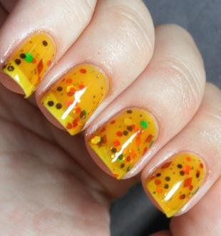 Оранжевый маникюр, аквариумный дизайн ногтей с блестками