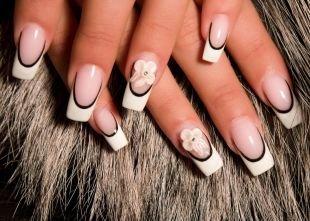 Дизайн нарощенных ногтей, классический двойной френч с цветком