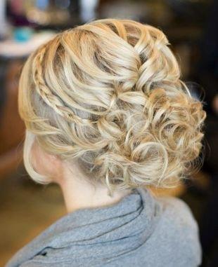 Прически с косой на средние волосы, элегантная греческая прическа