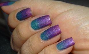 Синий маникюр, градиентный фиолетово-голубой маникюр
