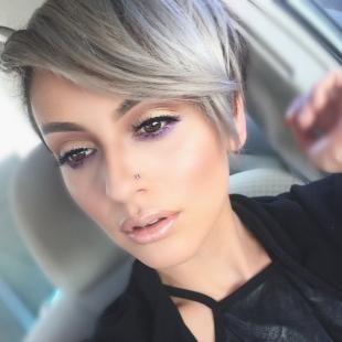 Перламутровый цвет волос, трендовый седой цвет волос