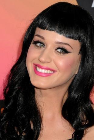 Макияж для брюнеток к синему платью, макияж для серых глаз и черных волос