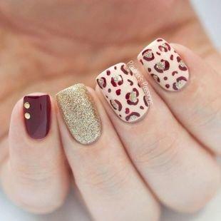 Рисунки блестками на ногтях, стильный маникюр с леопардовым рисунком и песочным лаком