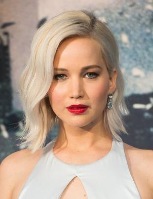 Голливудский макияж, праздничный макияж для белых волос и серых глаз
