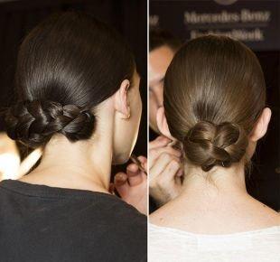 Прически 19 века на средние волосы, прически на 1 сентября - низкий пучок из кос