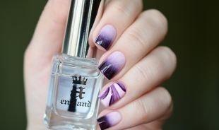Рисунки на квадратных ногтях, водный маникюр в фиолетовой гамме