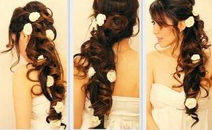"""Темно каштановый цвет волос, свадебная прическа на длинные волосы в стиле """"романтик"""" с цветами"""