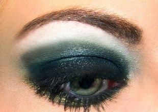 Темный макияж для рыжих, роскошный вечерний макияж зеленых глаз