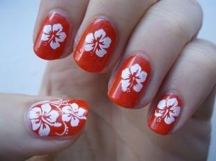 Коралловые ногти с рисунком, красный маникюр с белыми цветами