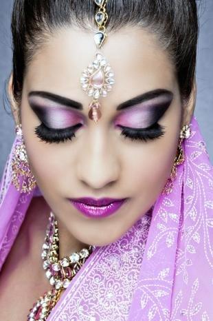 Арабский макияж для карих глаз, восточный макияж в фиолетовой гамме