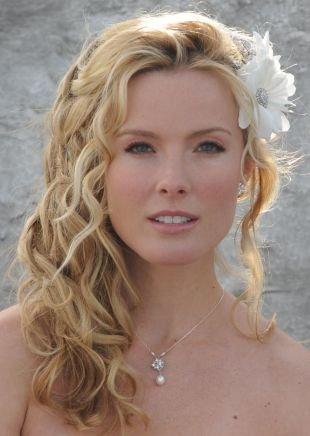 Свадебные прически на бок на средние волосы, свадебная прическа на средние волосы с локонами