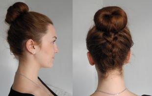 Коричнево рыжий цвет волос, французская обратная коса с высоким пучком