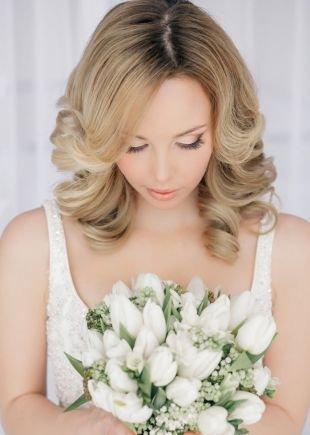 Свадебные прически распущенные волосы на средние волосы, прическа на средние волосы с распущенными волосами