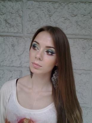 Креативный макияж, художественный макияж для шатенок