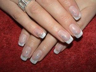 Рисунки блестками на ногтях, зимний френч с серебристыми блестками