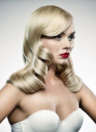 Макияж для блондинок с красной помадой, голливудский макияж