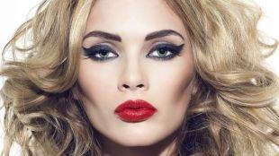 Темный макияж для серых глаз, макияж моделей с широкими стрелками