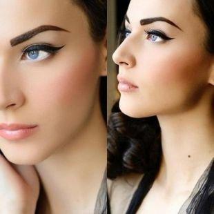Легкий макияж для голубых глаз, татуаж бровей - классическая изогнутая форма