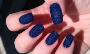 """Дизайн гелевых ногтей, синий """"бархатный"""" маникюр"""