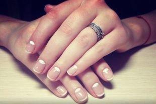 Дизайн коротких ногтей, лунный френч