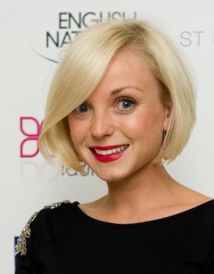 Цвет волос холодный блонд на средние волосы, стрижка каре для тонких волос