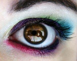 Вечерний макияж для брюнеток, яркий разноцветный макияж для карих глаз