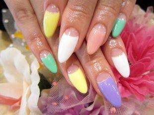 Красивый дизайн ногтей, разноцветный лунный маникюр