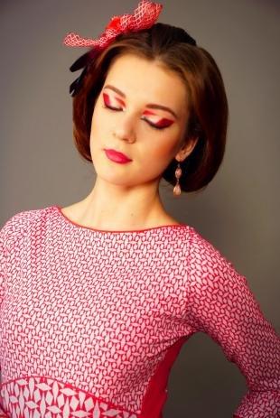 Авангардный макияж, арт-визаж с использованием красных теней