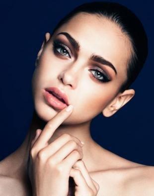 Вечерний макияж для брюнеток, коричневый макияж смоки айс для серых глаз