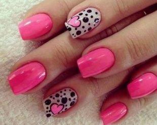 Простой дизайн ногтей, нежный розовый маникюр с сердечками