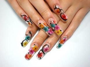 Дизайн гелевых ногтей, прозрачный маникюр с яркими цветочками