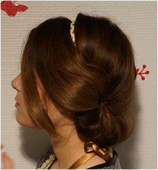 Греческая причёска с повязкой на средние волосы, греческая прическа на средние волосы с выпущенными локонами