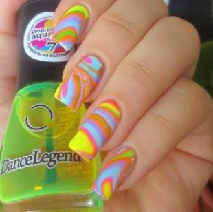 Мраморный маникюр, разноцветный водный маникюр на лето