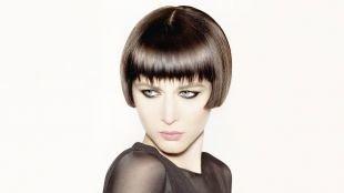 Холодно коричневый цвет волос, стрижка укороченный боб с ровным срезом