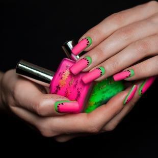 """Модные рисунки на ногтях, лунный маникюр """"арбуз"""""""