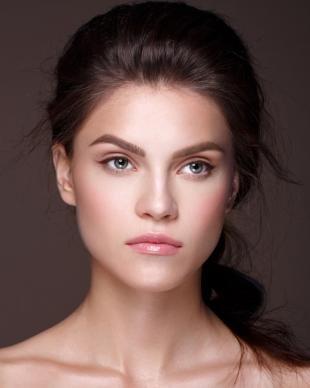 Дневной макияж для брюнеток, идеальный естественный макияж