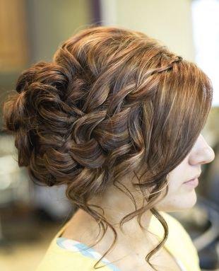 Светло каштановый цвет волос, романтическая греческая прическа