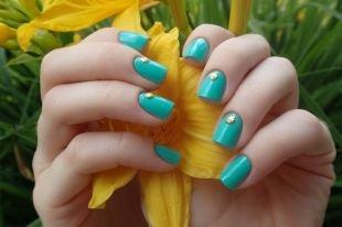 Маникюр на коротких ногтях, бирюзовый маникюр с ракушками