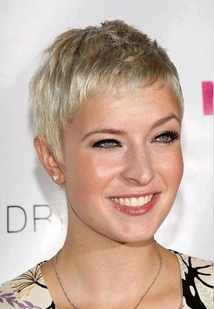 """Цвет волос холодный блонд, новогодняя укладка """"мальчишеской"""" стрижки"""