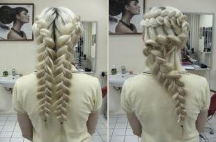 """Летние прически, оригинальная прическа с плетением """"змейка"""" на длинные волосы"""