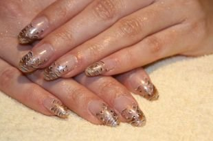 Дизайн ногтей шеллаком, шеллак френч с рисунком на длинных ногтях