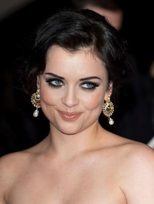Макияж под красное платье, яркий вечерний макияж глаз