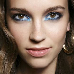 Клубный макияж, весенний макияж с использованием синего карандаша