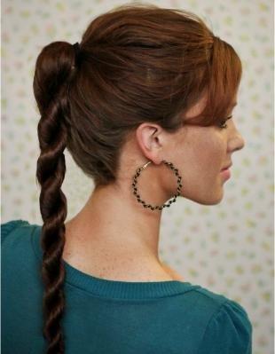 Каштановый цвет волос на длинные волосы, конский хвост - жгут